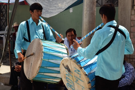I love the matching shirts, flutes & drums!