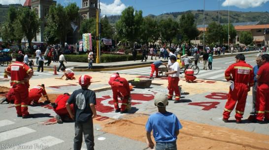 los bomberos preparan su alfombra